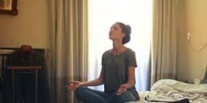 Korte meditatie van Yoga op werk